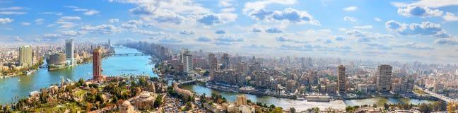 Centro de la ciudad en el banco del Nilo, panorama aéreo de El Cairo foto de archivo