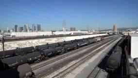 Centro de la ciudad de Los Ángeles y tren del tanque de aceite almacen de video
