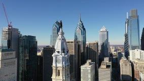 Centro de la ciudad urbano Philadelphia Pennsylvania de los edificios altos del centro de ciudad de la base almacen de video