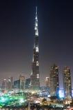 Centro de la ciudad y Burj Khalifa de Dubai de los fuegos artificiales Fotografía de archivo