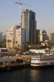 Centro de la ciudad y grúas de San Diego Imagenes de archivo