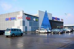 Centro de la tienda de los máximos en la calle de Ukmerges de la ciudad de Vilna Imagenes de archivo