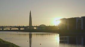 Centro de Lakhta do arranha-céus, ponte da estrada do diâmetro da oeste-velocidade, canal de Grebnoy video estoque