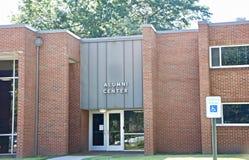 Centro de los alumnos en la universidad foto de archivo libre de regalías