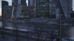 centro de negócios da Moscou-cidade com movimento do tráfego video estoque
