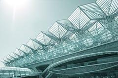 Centro de negócios do edifício moderno da arquitetura imagens de stock