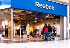 Centro de Reebok de la visita de los compradores Fotografía de archivo libre de regalías