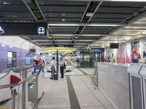 Centro de servicio de la estación de MTR Sai Ying Pun - la extensión de la línea de la isla al distrito occidental, Hong Kong Fotografía de archivo libre de regalías