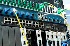 Centro de tecnología de PON con el equipo óptico de fibra Foto de archivo