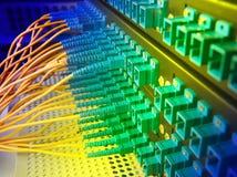 Centro de tecnologia com equipamento da fibra óptica fotografia de stock