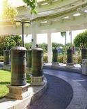 Centro del budismo de Nanshan, un parque por completo de sitios religiosos parque de cinco estrellas altos columnas y tambores de Imágenes de archivo libres de regalías