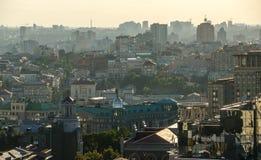 Centro del panorama de la ciudad de la puesta del sol en Kiev, Ucrania Fotografía de archivo