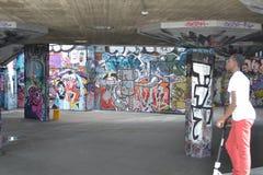 Centro del sur Londres del banco del parque del patín Fotos de archivo libres de regalías