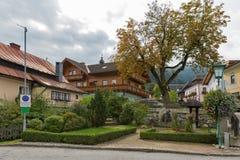 Centro del villaggio di Haus in alpi austriache Immagini Stock
