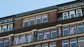 centro della selezione di mammografia a Amburgo con il nastro di rosa del cancro al seno archivi video