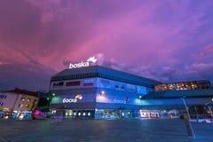 Centro della via di Banja Luka alla notte Fotografia Stock