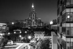 Centro di affari alla notte fotografie stock libere da diritti