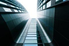 Centro di affari grigio, architettura moderna fotografia stock libera da diritti