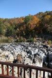 Centro di benvenuto del parco di stato di reclusione di Johnson in autunno immagini stock