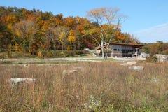 Centro di benvenuto del parco di stato di reclusione di Johnson in autunno immagini stock libere da diritti