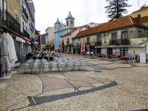 Centro di Cacilhas, piccolo villaggio in Almada, città dall'altro lato del Tago del fiume che affronta Lisbona, Portogallo Fotografia Stock