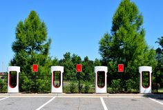 Centro di carico ibrido dell'automobile elettrica Fotografia Stock Libera da Diritti