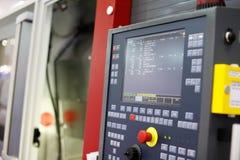 Centro di lavorazione con il pannello di controllo di CNC Immagine Stock Libera da Diritti