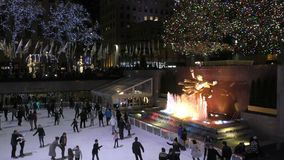 Centro di Rockefeller di pattinaggio su ghiaccio video d archivio