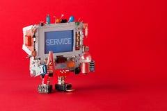Centro di servizio che ripara concetto Tuttofare del robot della TV con le pinze e lampadina in mani Schermo blu del messaggio di Fotografie Stock