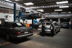 Centro di servizio di riparazione dell'automobile di Mercedes a Bangkok Fotografia Stock Libera da Diritti