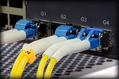 Centro di tecnologia con attrezzatura a fibra ottica Fotografia Stock Libera da Diritti