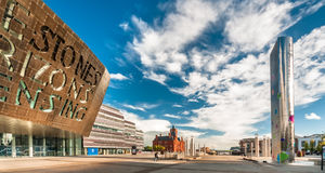 Centro do milênio de Cardiff na baía de Cardiff, Cardiff, Gales Imagem de Stock Royalty Free