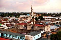 Centro do patrimônio mundial do UNESCO de Camaguey de cima de Ideia dos telhados e do coração sagrado de Jesus Cathedral Iglesia  fotografia de stock royalty free