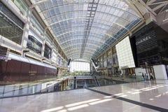 Centro do shopping e construção moderna em Singapura Imagens de Stock Royalty Free