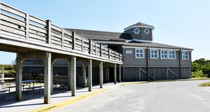 Centro do visitante no forte Fisher State Recreation Area fotos de stock