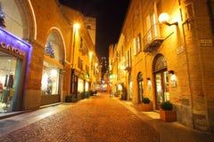 Centro edificato alla sera. Alba, Italia. Fotografia Stock