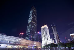 Centro financeiro de KingKey (kk100) na noite Imagem de Stock