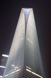 Centro financeiro de mundo de Shanghai na noite Fotografia de Stock Royalty Free