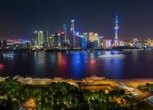 Centro financeiro de Shanghai na noite Foto de Stock Royalty Free