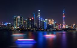Centro financeiro de Shanghai na noite Fotos de Stock
