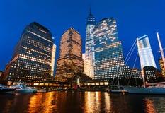 Centro financiero de mundo en la noche Fotografía de archivo