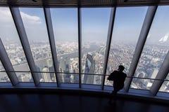 Centro finanziario del mondo di Shanghai visto dalla torre di Shanghai Fotografia Stock