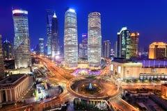 Centro finanziario di lujiazui di Schang-Hai in sera fotografia stock libera da diritti