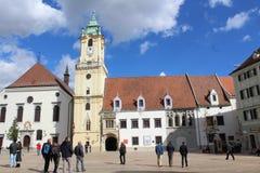 Centro histórico de Bratislava, capital de Eslovaquia, cuadrado histórico imagenes de archivo