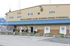 Centro intermodal del barco de cruceros del carril de Alaska Seward Imagen de archivo libre de regalías