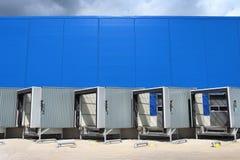 Centro moderno di logistica Magazzino ad un magazzino Rampa del magazzino logistico fotografia stock libera da diritti