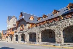 Centro municipal en una plaza principal en Bariloche, la Argentina imagen de archivo