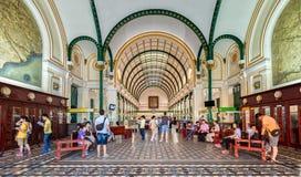 Centro postal da arquitetura em Ho Chi Minh City, Vietname Foto de Stock Royalty Free