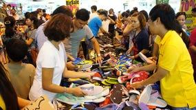 Centro shoping aglomerado, venda fora da estação Imagens de Stock