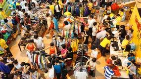 Centro shoping aglomerado, venda fora da estação Imagem de Stock Royalty Free